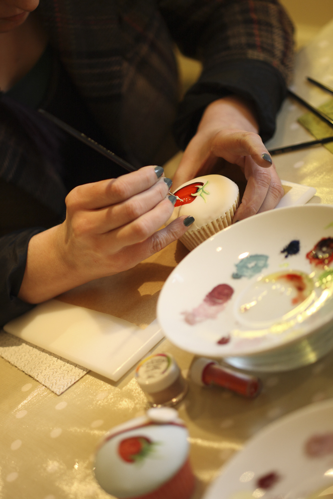 WyeDean Editor Bex experiencing the Zen like delights of cake painting - and loving it!
