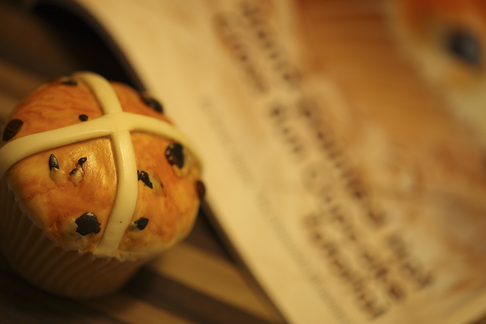 What's this? A Hot cross bun cake? Just one of the effects you can get when painting using vodka